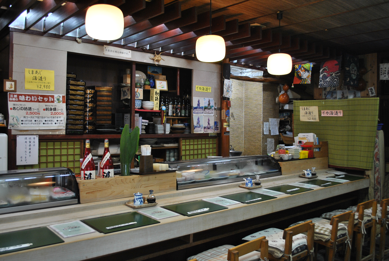 新鮮な魚介がそろう佐賀県唐津市。お寿司を食べるなら、三郎寿司で決まり!!
