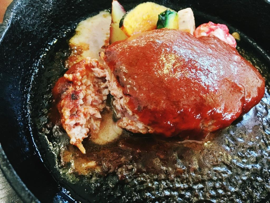 糸島市二丈のウッチーノ食堂で、落ち着きのあるランチタイムを楽しむ。