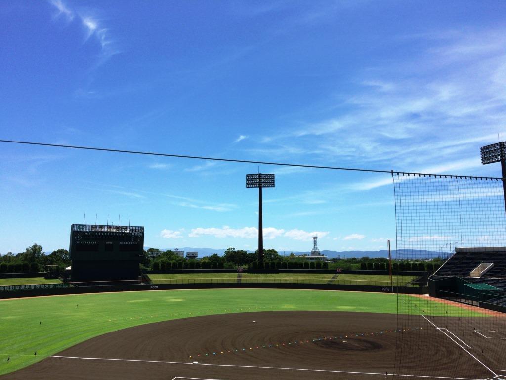 フリーアナウンサーの私は、高校野球の県大会で試合の実況も担当しています。